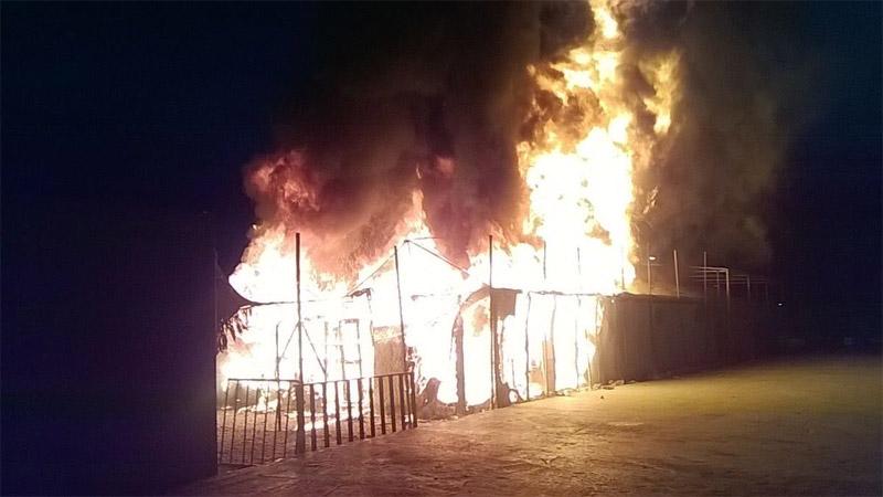 ВГреции сгорел лагерь беженцев наострове Лесбос