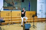 Звезда греческого шоу спел на русском (видео)