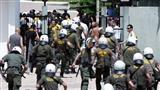 Греческие полицейские получили ранения после столкновения с фанатами