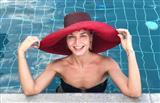 Гагарина похвасталась роскошной фигурой в микрокупальнике и виллой в Греции