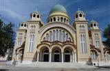 Почему русские стоят в храме, а греки сидят