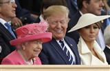 В нужном месте: президент Греции оказался рядом с королевой и женой Трампа (фото)