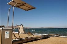 На пляжах Аттики позаботятся о людях со специальными потребностями