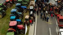 Греческие фермеры блокируют трассы страны