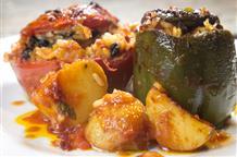 Классика греческой кухни: фаршируем перчики и помидорки