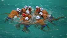Пловцы завершили, легкоатлеты стартовали, ватерполисты идут без поражений
