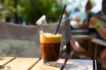 Греческий секрет солнечного дня – холодный кофе