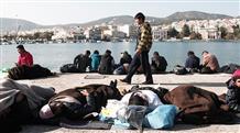 Беженцев отправят на необитаемый остров Греции за списание долга?
