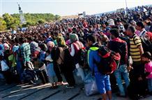 Аврамопулос: 60 000 беженцев-мигрантов не останутся навсегда в Греции