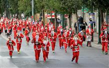 По Афинам в третий раз пробегут Санта Клаусы
