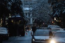 Афины: из Калашникова обстреляли полицейский спецназ, есть пострадавшие (видео)