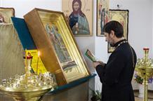 В Красноярск из Греции впервые доставили редкую коллекцию икон и святых мощей
