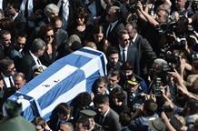 Тысячи греков простились с экс-премьером Греции (фото)
