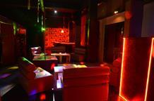 В Пирее полицейские обнаружили секс-клуб, который маскировался под обычный