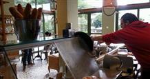 Альтернативный кафетерий в Палео Фалиро, где работают люди с аутизмом