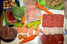 """Модная """"диета неандертальцев"""" дошла до Греции: жуй сырое мясо, вершки, корешки и... молодей"""