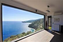 Красота в простоте: самый необычный в Греции вид из окна (фото)