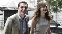 Почему семейный Ципрас нежно целует министра? (фото)