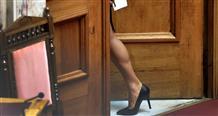 Греческие социальные сети нашли новую тему: неизвестную ножку в парламенте