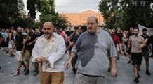Экс-министра и депутата Греции залили кофе и водой (видео)