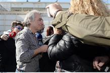 Сын спикера парламента Греции приветствовал выпущенного террориста