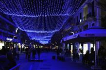 В Афинах – гигантский новогодний пирог, а в Салониках – салют