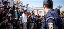Почему правительство бездействует: нелегалы вновь сотнями плывут на острова Греции