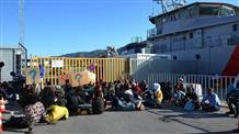 В Греции полиция очищает от мигрантов старый порт в городе Патры