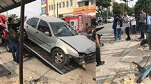 В Афинах автомобиль протаранил остановку: есть жертвы