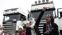 Нелегалы и беженцы блокировали трассу недалеко от Афин (видео)