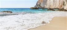 Природная катастрофа создала уникальный самый молодой пляж в Греции (фото)