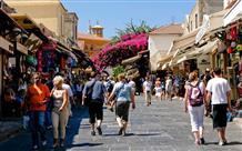 Греция просит туристов помочь собрать с торговцев больше налогов