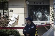 МИД Греции осудил нападение на здание посольства Канады в Афинах (фото)