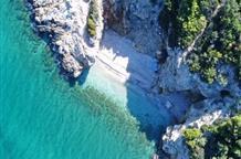 Не хуже острова: скрытый пляж рядом с Афинами (видео)