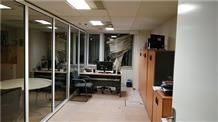 В Греции у здания телеканала прогремел взрыв (фото)