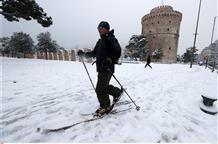 Снег пришел и в Афины, Салоники полностью побелели, закрыты школы (видео)