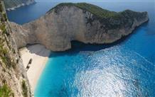 В Греции закрыли от туристов часть одного из самых популярных пляжей