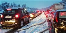 Грецию завалило снегом: тысячи машин заблокированы на трассах (видео, фото)