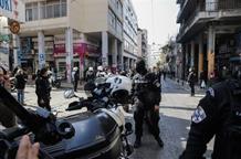 СМИ сообщили о погибшем и раненых при перестрелке в Афинах (видео)