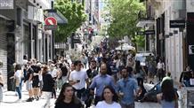 Шопинг-ажиотаж: жители Греции после карантина атакуют магазины (фото, видео)