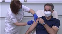 Вакцинация от коронавируса началась в Греции: прививки сделали премьер и президент страны (видео)