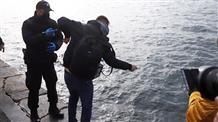 Крещение на карантине: жители Греции сами пытались освятить воду, полиция разгоняла (видео)
