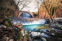 Потрясающее крещение в водопаде (видео)
