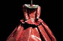 Изящные костюмы из... алюминиевых банок