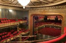 Национальный театр Греции несет культуру греческой молодежи