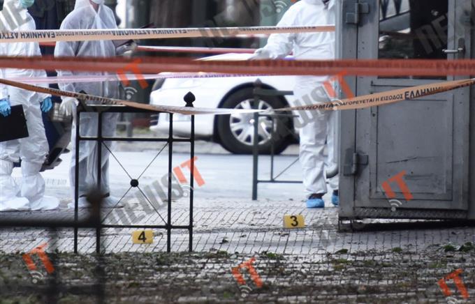 Неизвестные бросили гранату впосольство Франции вАфинах
