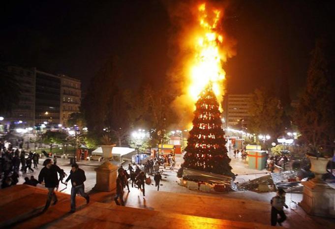 Милиция применила слезоточивый газ для усмирения демонстрации анархистов вГреции